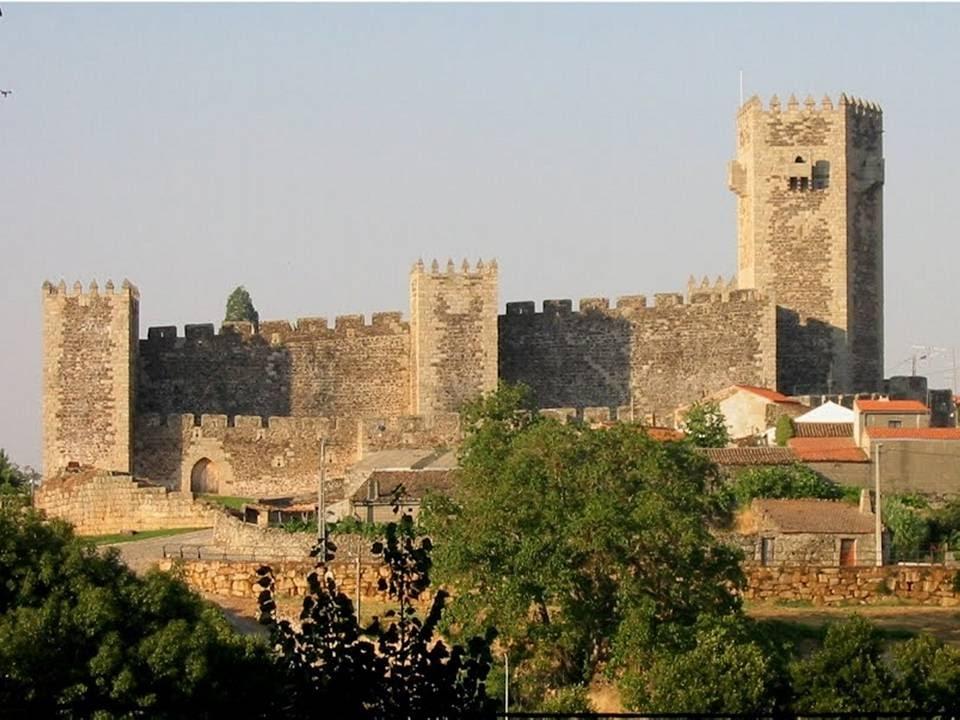 Sabugal - Castelo - torre de Menagem - Hotéis de Campo by Casas de ...