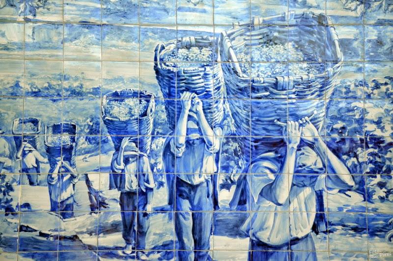 vindimas-no-douro-painel-azulejos-na-estac3a7c3a3o-do-pocinho