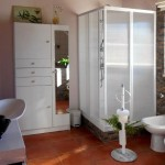 03c CANTO DO SOL - Spacious bathroom with view to the private garden