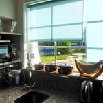 06 CANTO DO SOL - Well-equipped kitchenette with view to the private garden