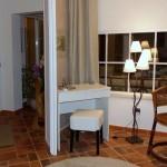 20 CASA ALECRIM - Quarter 2 with sliding door to the entrance hall