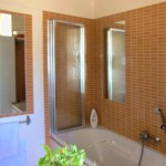 34b CASA ALECRIM - Split bathroom (one part with shower and toilet, other with bathtub)