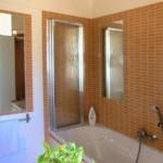 34b CASA ALECRIM - Split bathroom (one part with shower and toilet, other with bathtub)