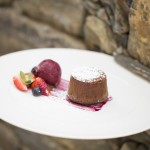 Chocolate_fondant_red_fruits_sauce_ice_cream_[6629-A4]