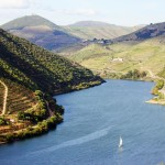 Sailing_through_Douro_River_[6104-A4]